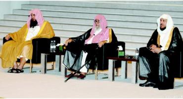 الشيخ الفوزان يحاضر عن أهمية دعوة الشيخ محمد بن عبدالوهاب على مسرح جامعة دار العلوم
