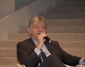 رئيس متحف التصميم في لندن يلقى محاضرة في جامعة دار العلوم