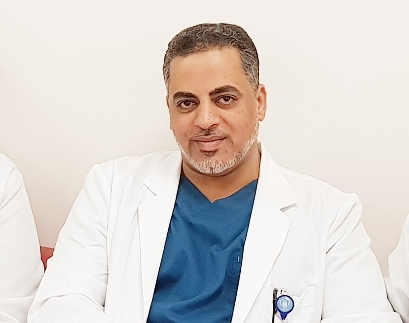 """عميد طب أسنان """"دار العلوم"""" يقدم ورشة عمل حول التخدير الموضعي في جامعة أبها"""
