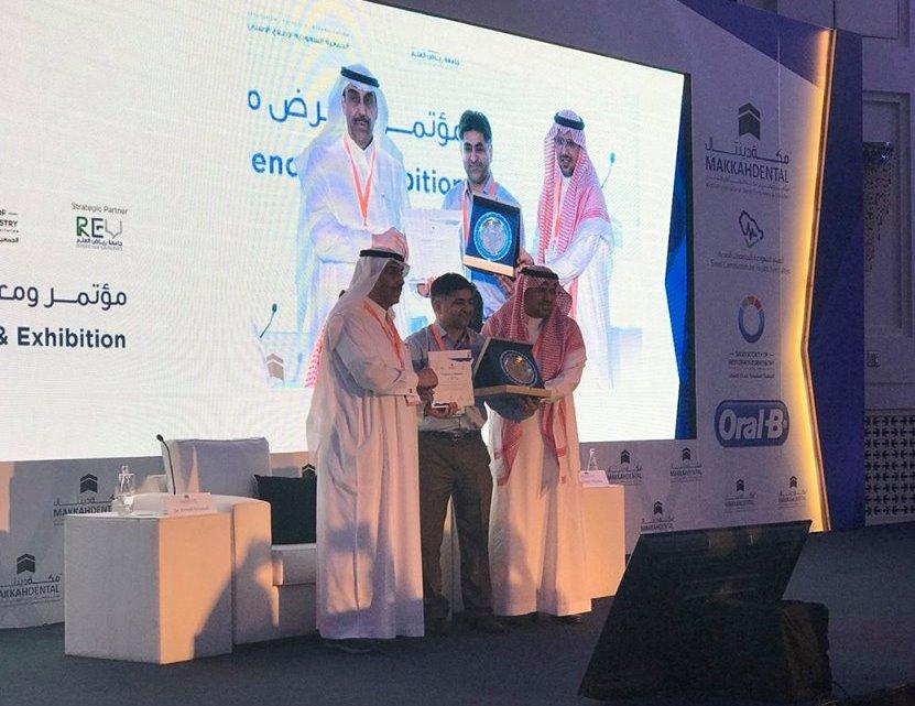 ممثل جامعة دار العلوم يحصد المركز الثاني في مؤتمر مكة الدولي لطب الأسنان