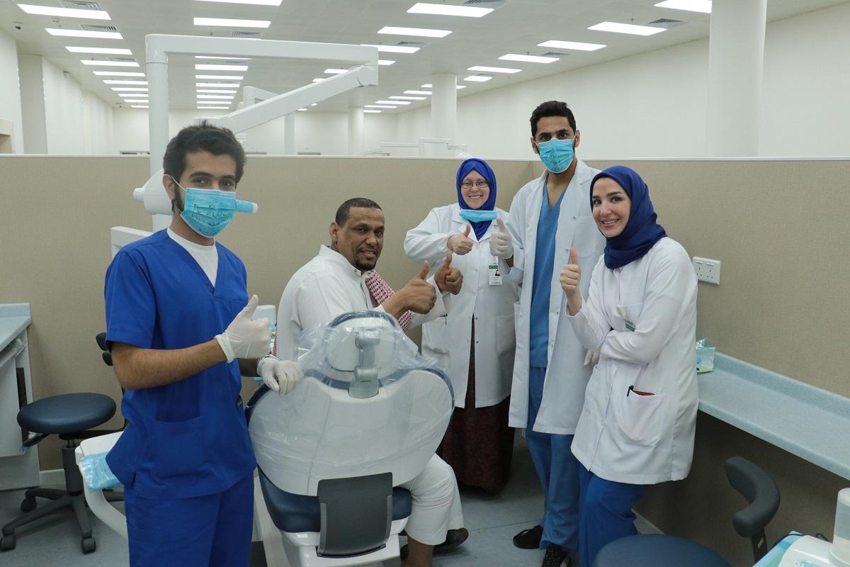 """""""طب الأسنان"""" تنظم برنامجا للفحص والعلاج لنادي الصم بالرياض"""