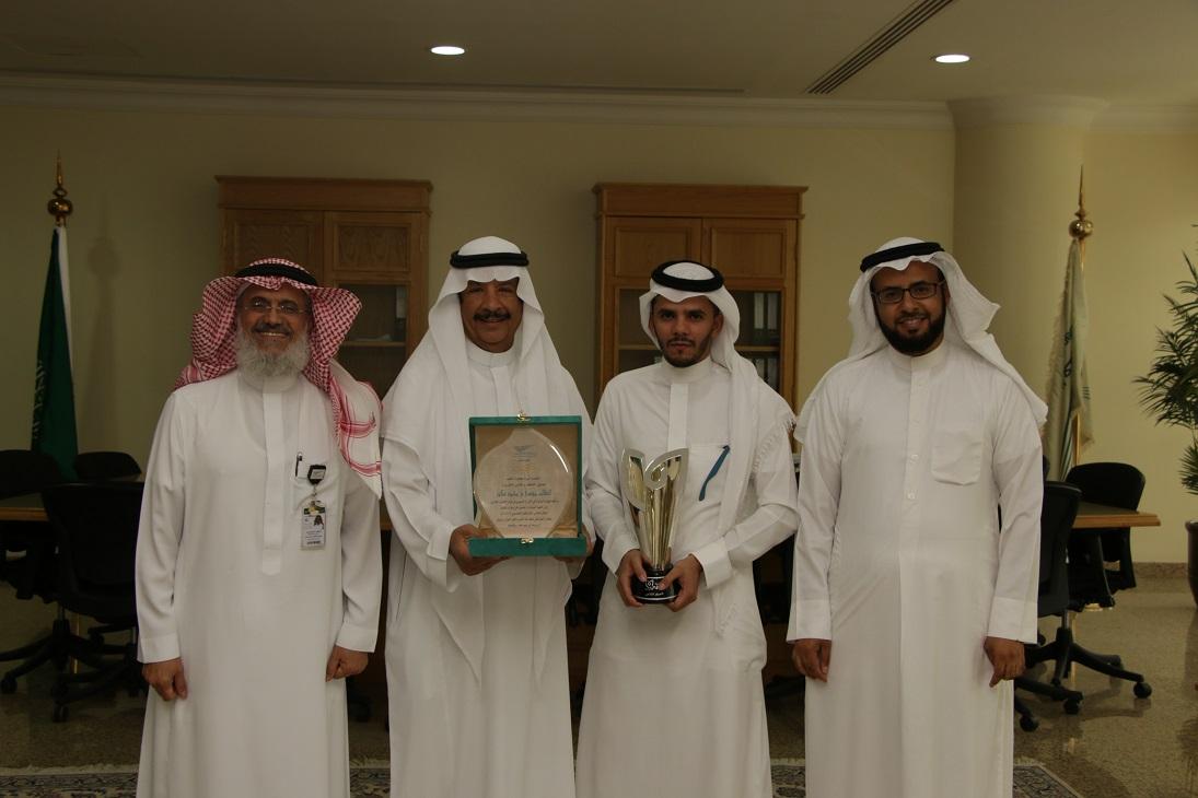الطالب ( عكور ) من دار العلوم يفوز بالمركز الثاني على مستوى الخليج في ( وعي )