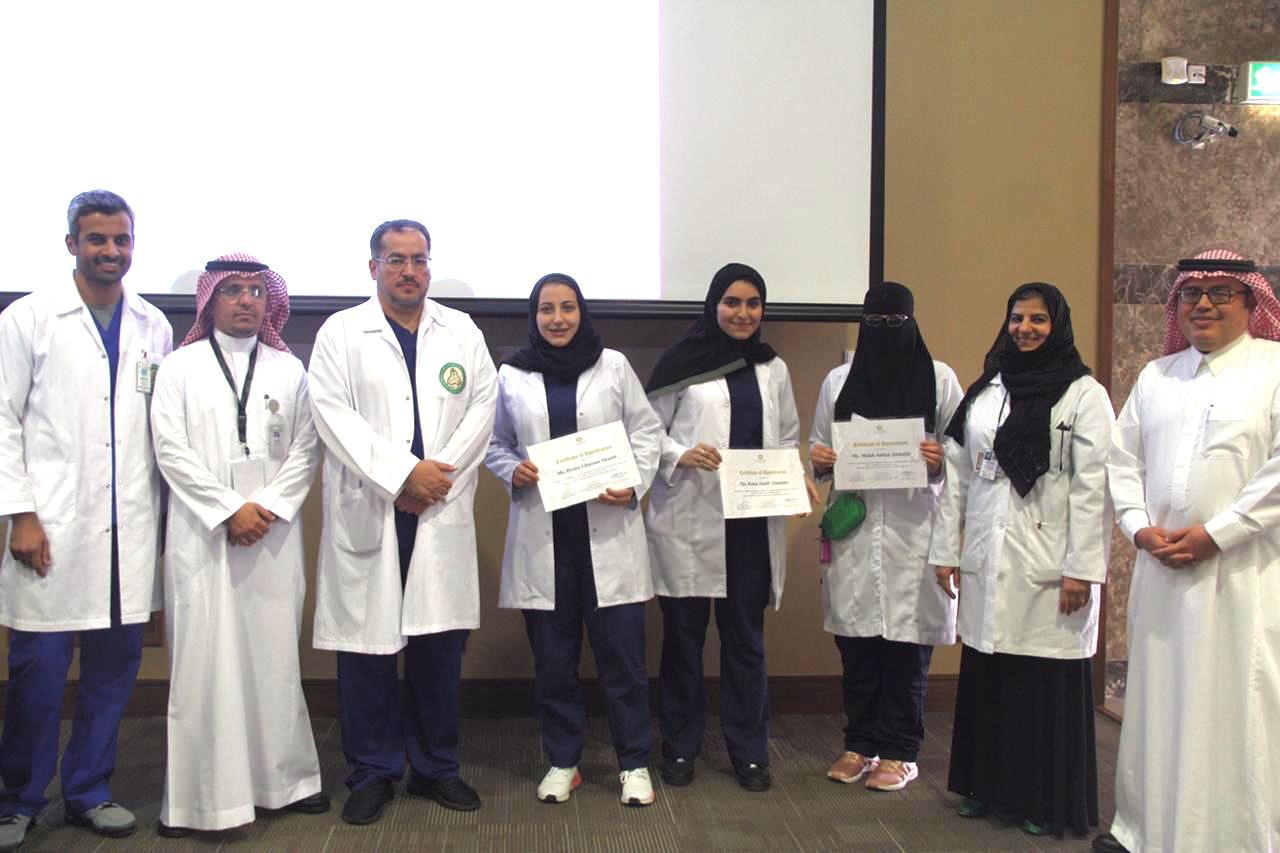 """طالبات """"طب أسنان"""" دار العلوم يحققن مراكز متقدمة"""