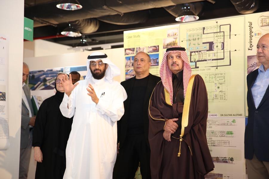 سمو الأمير عبدالعزيز بن عبدالله بن سعود يزور جامعة دار العلوم