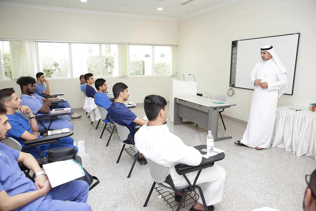 """""""شؤون الطلاب"""" تقيم لقاءً تعريفيا للطلبة المستجدين، وتنظم ورشة تعريفية لأنظمة الجامعة الإلكترونية."""